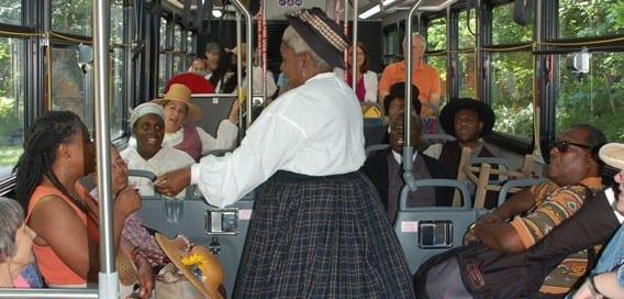 Revels-Bus